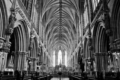 Обои Архитектура внутри готического собора