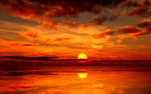 Обои Море на фоне огненного заката