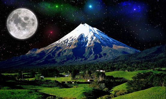 Обои Природный ночной пейзаж у подножья горы на фоне лунного звездного неба