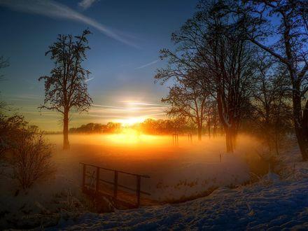 Обои Зимний закат над озером