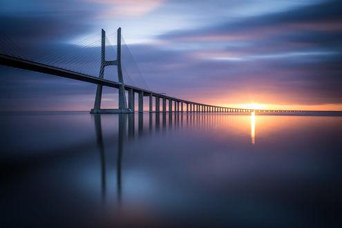 Обои Мост уходящий в рассвет, фотограф Ricardo Mateus