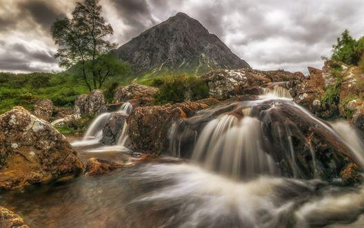 Обои Водопад у горы