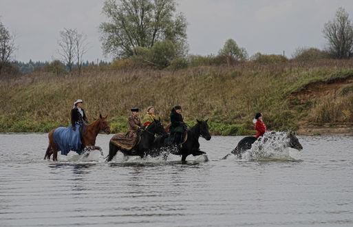 Обои На лошадях в брод