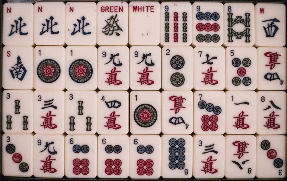 Обои для рабочего стола Фишки для игры в маджонг (популярная в Азии настольная игра)