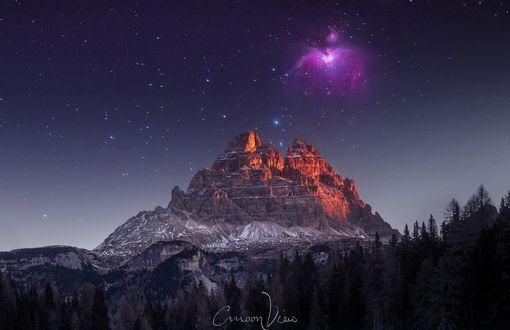 Обои Ночное сияние в небе над горой, фотограф cmoon view