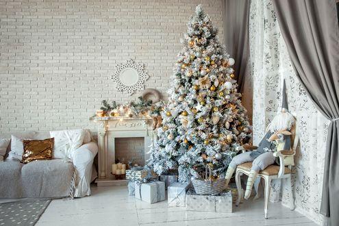 Обои Светлый интерьер квартиры с елкой и подарками