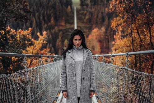 Обои Модель Марлен стоит на подвешенном мостике, фотограф Martin KГјhn