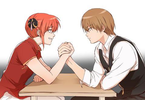Обои Сого Окита / Sougo Okita и Kagura соревнуются в армреслинг из аниме Гинтама / Gintama