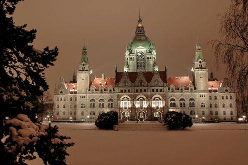 Обои Вид зимой на Neues Rathaus, Hannover, Germany / Новая Ратуша, Ганновер, Германия
