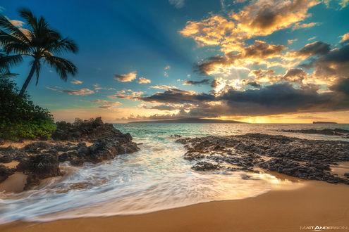 Обои Закат, отражающийся в прибрежных водах Makena Cove, Мауи, фотограф Matt Anderson