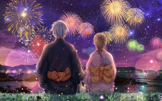 Обои Девушка и парень в юкатах смотрят на праздничный фейрверк