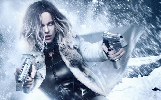 Обои Девушка с двумя пистолетами в руках на фоне падающего снега