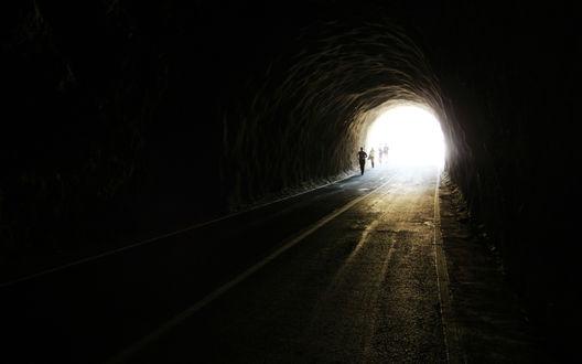 Обои Свет в конце тоннеля