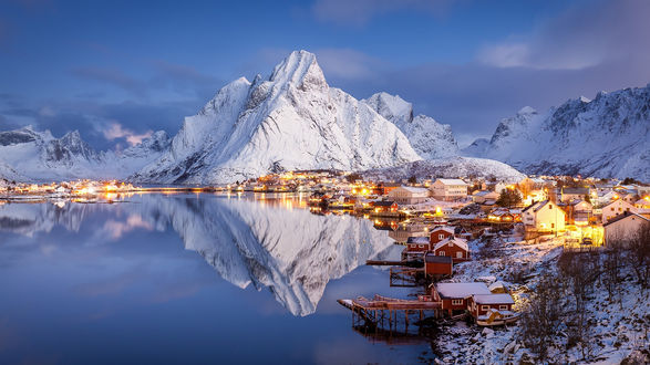 Обои Небольшая деревня Reine / Рейне на Lofoten Islands, Norway / Лофотенских островах, Норвегия, фотограф Raphael Messmer