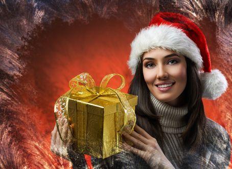 Обои Девушка в новогодней шапке и с подарком в руках