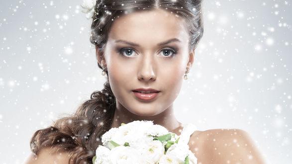 Обои Красивая девушка с букетом белых роз