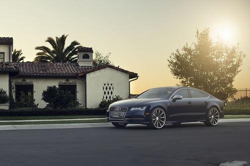 Обои Audi V8T на дороге