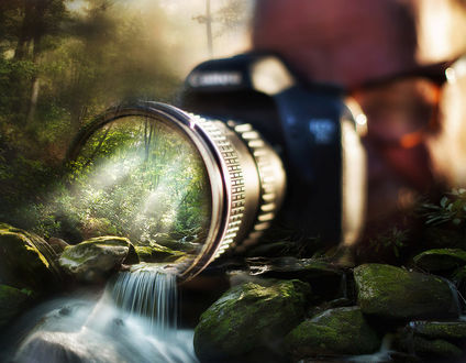 Обои Фотограф нажал кнопку фотоаппарата и в объективе появился водопад, фотограф Todd Wall