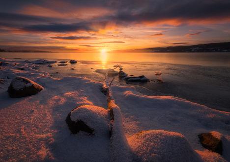 Обои Закат вдоль берегов озера Tyrifjorden / Тирифьорден, Norway / Норвегия, фотограф Ole Henrik Skjelstad
