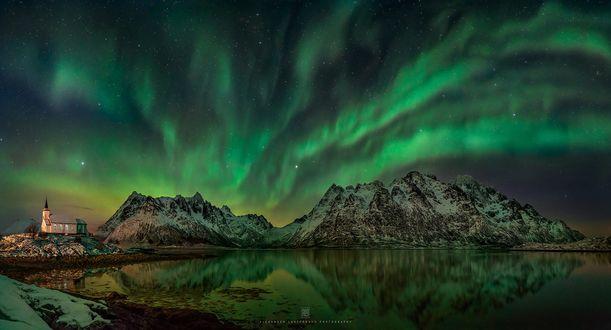 Обои Северные сияния над горами Lofoten, Norway / Лофотена, Норвегия, фотограф Alexander Lauterbach