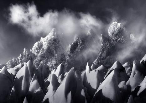 Обои Гигантские шипы льда перед горами, Chile / Чили, фотограф Marc Adamus