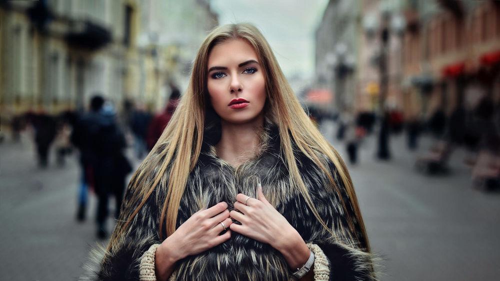 Русские девушки на работе фото работа в москве парень с девушкой