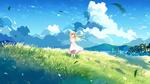 Обои Девочка - блондинка стоит на фоне облачного неба