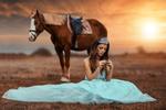 Обои Девушка в короне сидит у лошади, фотограф Alessandro Di Cicco