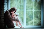 Обои Девушка сидит на подоконнике окна, by sergiophoto