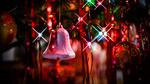 Обои Розовый колокольчик на новогодней елке