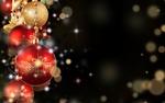 Обои Новогодние игрушки на фоне боке с бликами