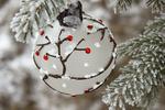 Обои Новогодний шар на елке, фотограф Olga Rundel