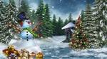 Обои Веселый снеговик, с трубкой во рту и наушниками, стоит в лесу рядом с подарками и наряженной елкой