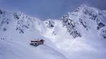 Обои Дом на сопке у подножья заснеженных гор