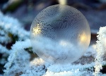 Обои Ледяной шар на снегу, by U. Leone