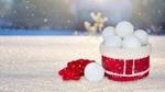 Обои Коробка с снежными шарами