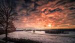 Обои Зимнее солнце на закате в облачном небе, by Croosterpix
