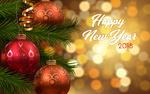 Обои Новогодние шары на веточке ели (Happy New Year 2018 / счастливого Нового года)