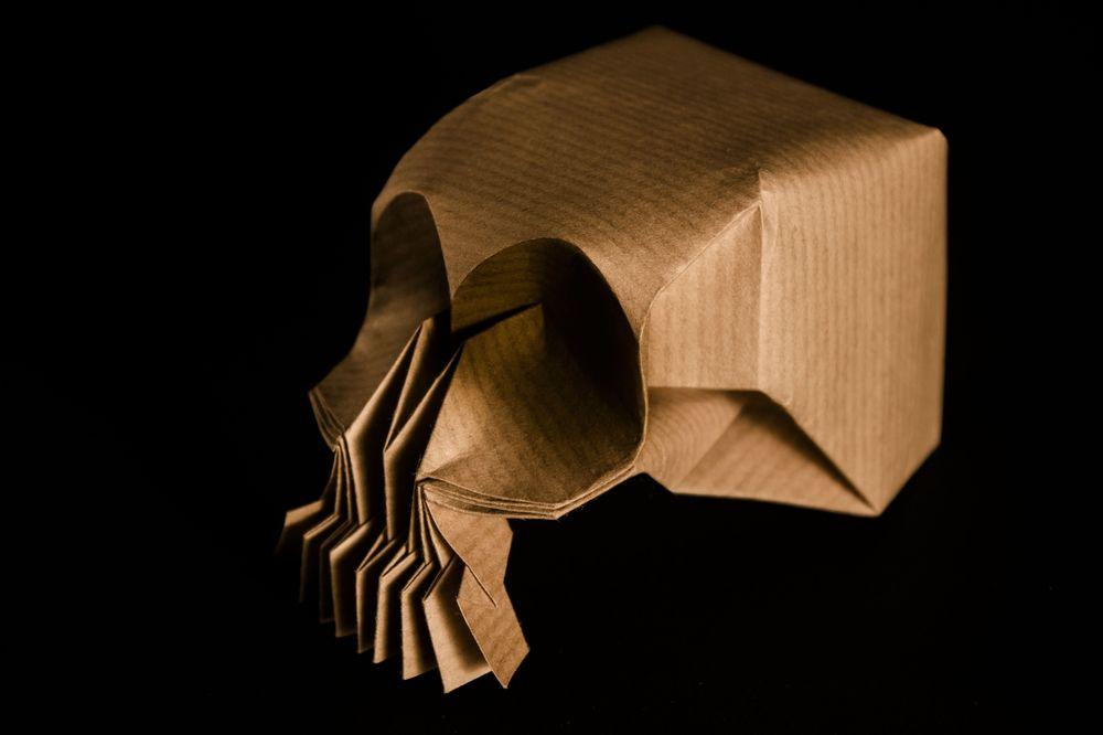 Обои для рабочего стола Оригами, изображающая череп, на черном фоне
