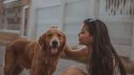 Обои Девушка с собакой, фотограф Isaac Macho