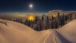 Обои Зимой в горах Абхазии, гора Мамдзышха в полнолуние, внизу светятся Пицундский мыс - слева и город Адлер -справа, лунная дорожка над Черным морем, фотограф Лашков Федор