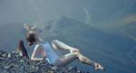 Обои Модель Лена в купальнике лежит на фоне гор, фотограф Paul Muhlbach