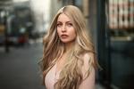Обои Модель Карина с длинными волосами, фотограф Martin Kuhn