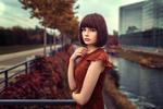 Обои Модель Мария стоит на фоне города, фотограф Lods Franck
