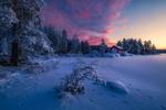 Обои Домики у леса и следы на снегу, Ringerike, Norway / Ringerike, Норвегия, фотограф Ole Henrik Skjelstad