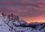 Обои Горы в снегу под розовым небом, фотограф Альберто Россетто