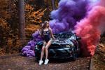 Обои Девушка сидит на капоте тюнингованного Ford Mustang Shelby / Форд Мустанг Шелби на фоне разноцветного дыма, by Mila Skidanchuk