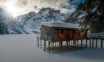 Обои Домик над замерзшим озером Брайес, Италия, фотограф Croosterpix