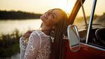 Обои Радостная девушка стоит у авто, by EIKONAS Painting With Light