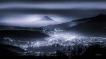 Обои Гора Fuji / Фудзи, Япония туманной ночью. Фотограф Takashi